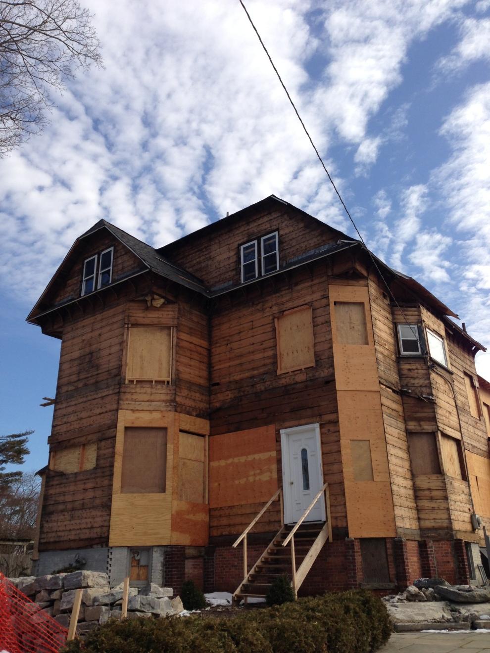 house w:out siding
