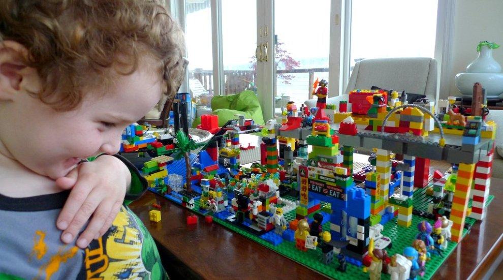 Jasper w Legos