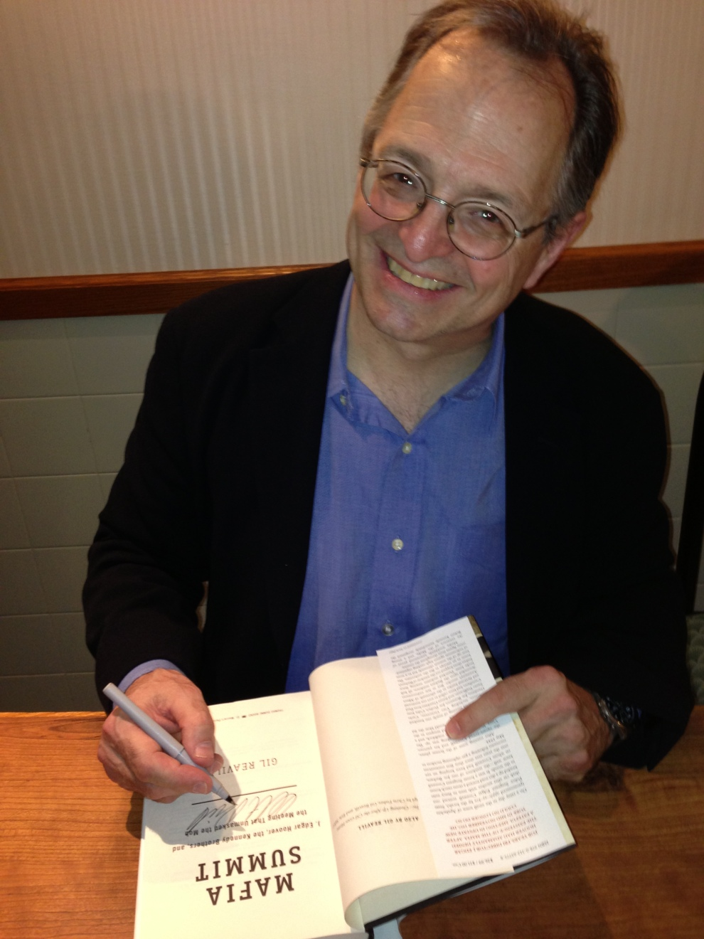 Gil signing