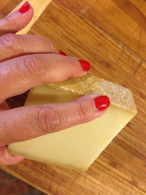 cheese:hand
