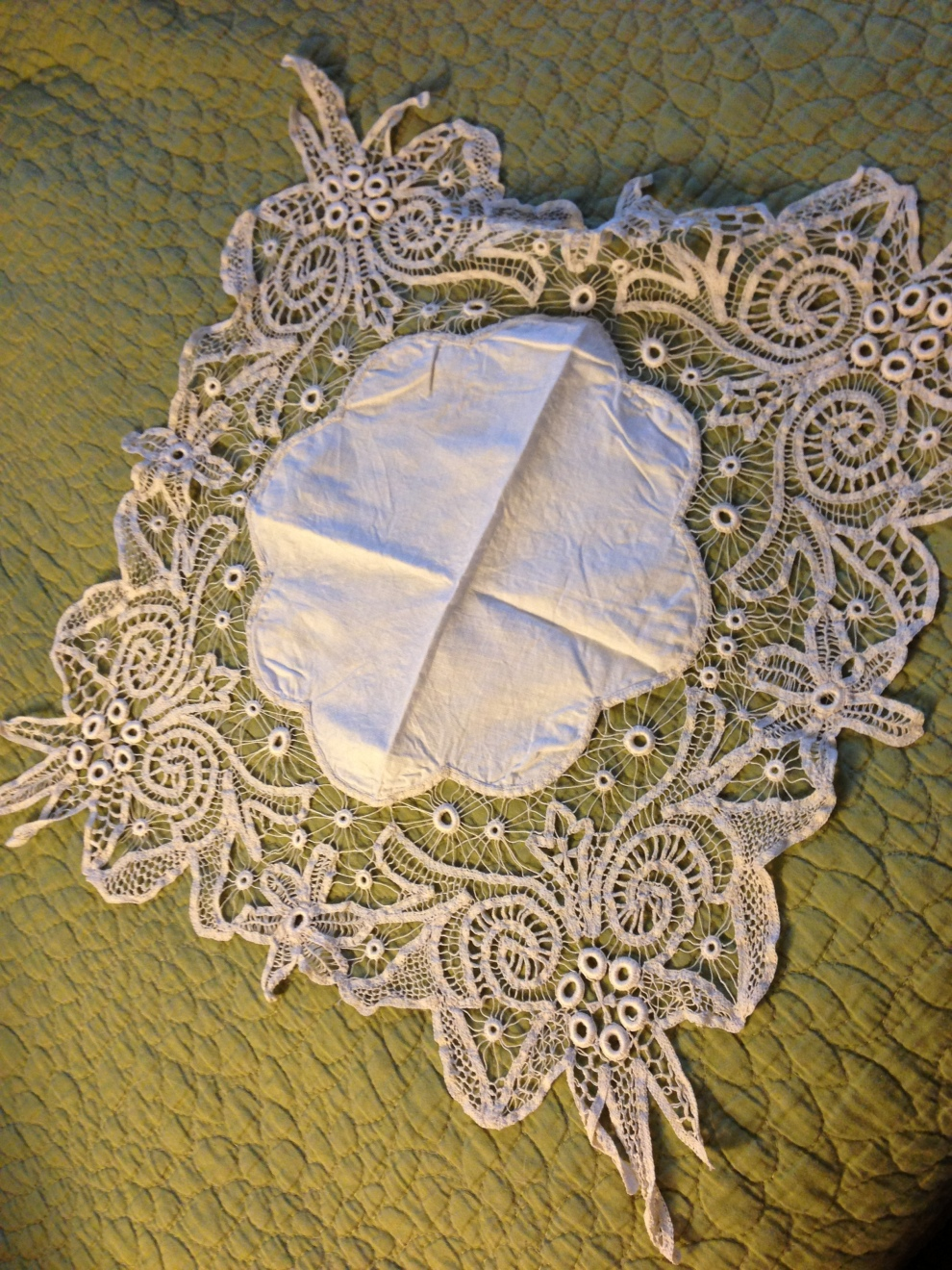 circle lace on green
