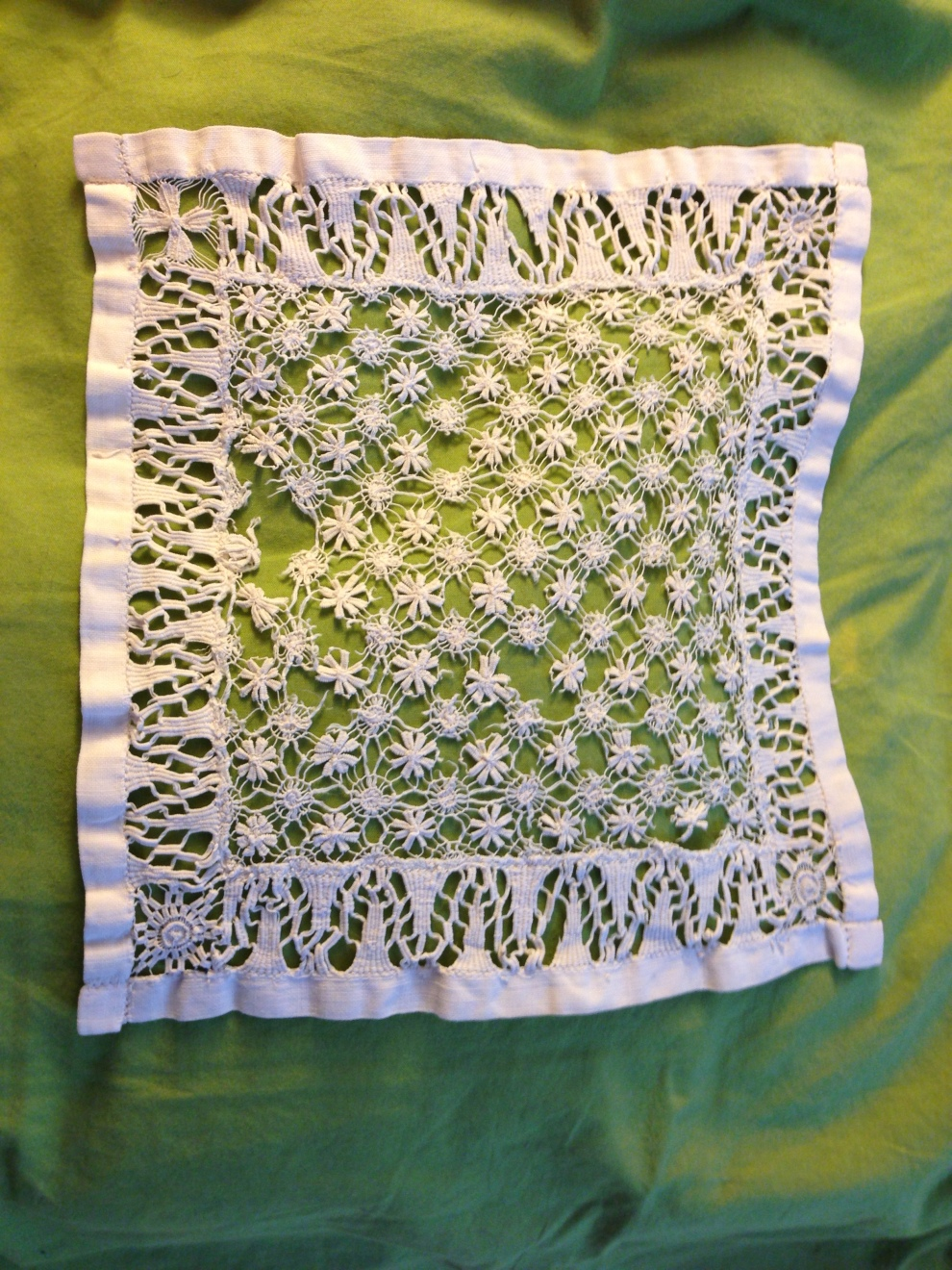 lace on green