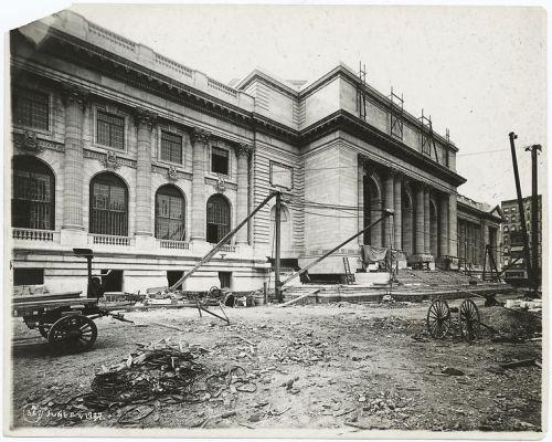 1907-Exterior-marble-work-Fifth-Avenue-facade.