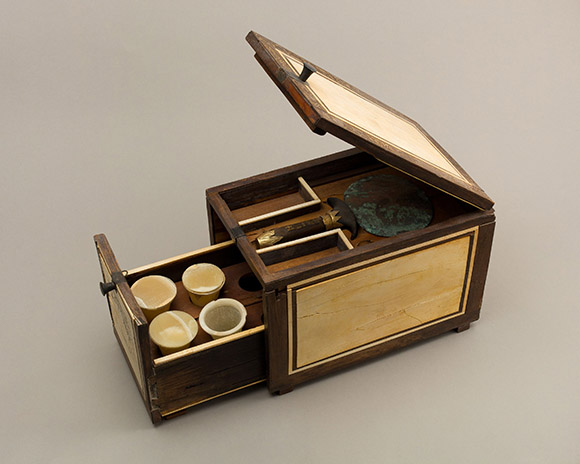 1.-Cosmetic-box-of-the-Cupbearer-Kemeni
