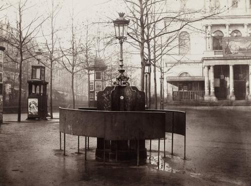 Urinoir (SystËme Jennings). Plateau de l'Ambigu. Boulevard Saint-Martin.   Paris (XËme arr.), 1858-1878. Photographie de Charles Marville (1816-1879). Paris, musÈe Carnavalet. Dimensions : 27,10 X 36,40 cm Dimensions du tirage