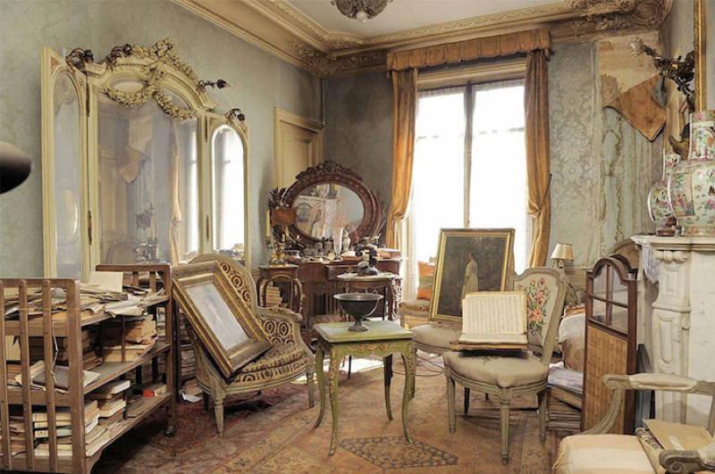 time-capsule-living-room